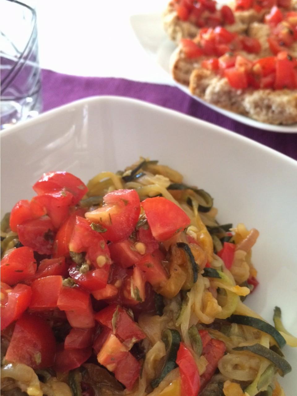Spaghetti di zucchine e peperoni