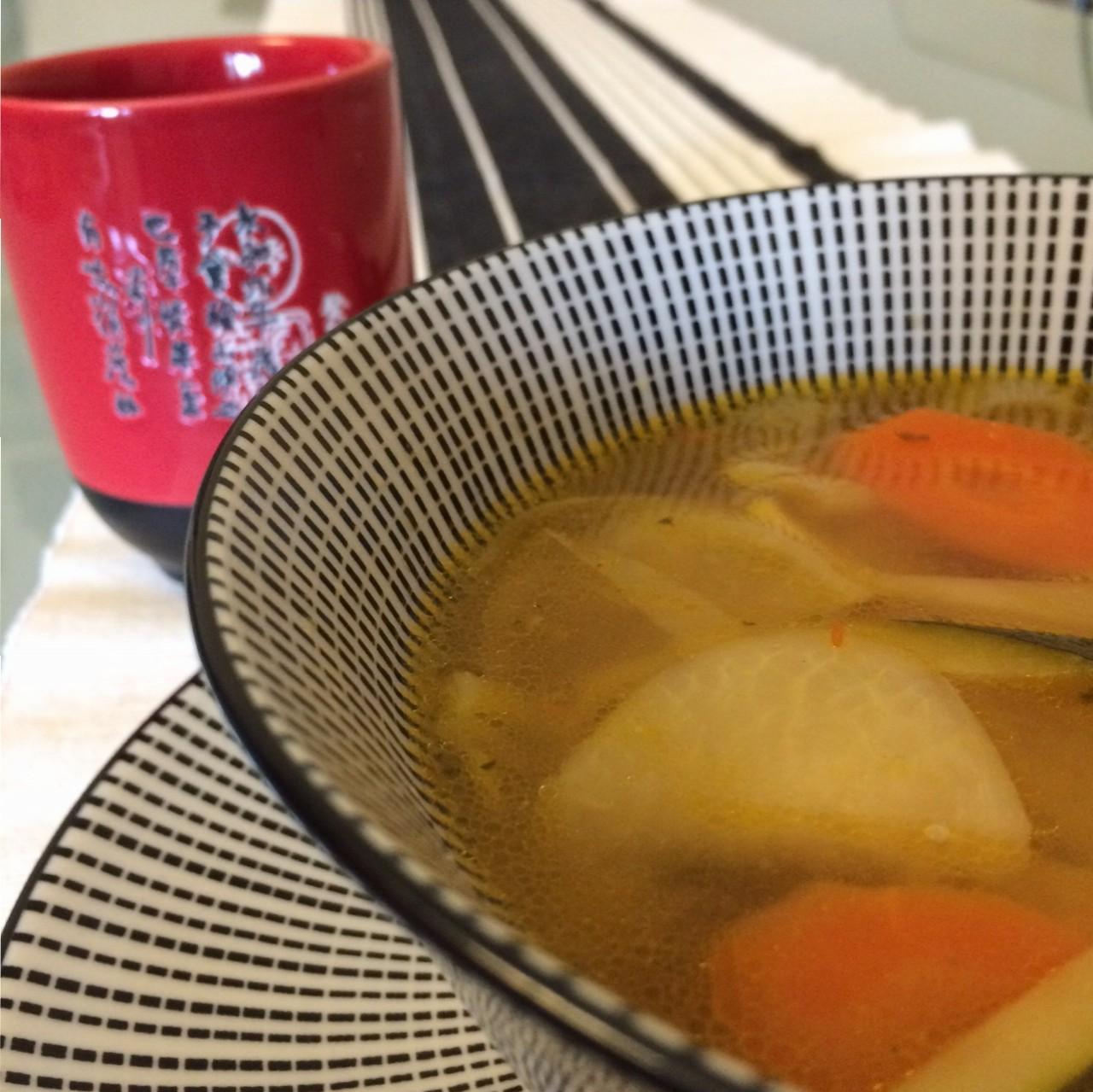 Zuppa di verdure con daikon e miso