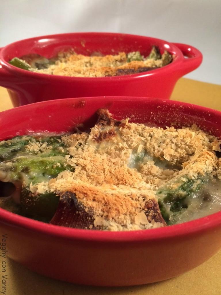 Cocotte con involtini di asparagi ai porri