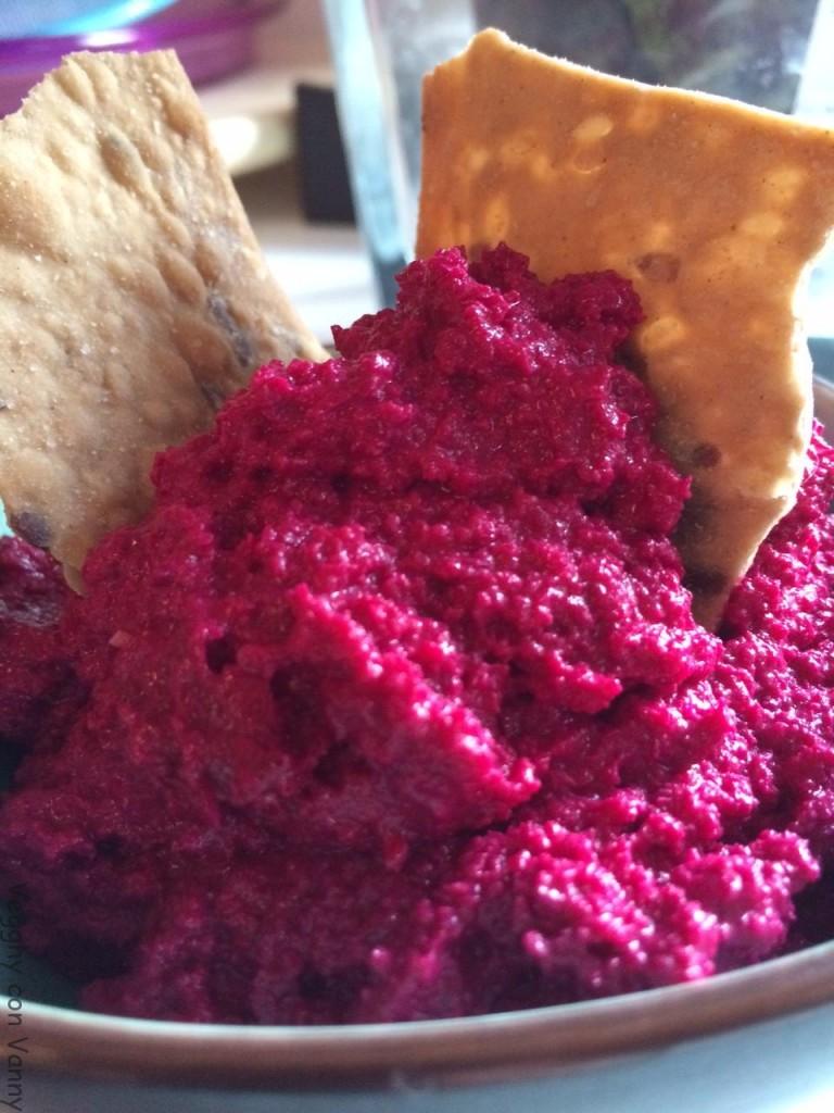 Hummus di rapa rossa