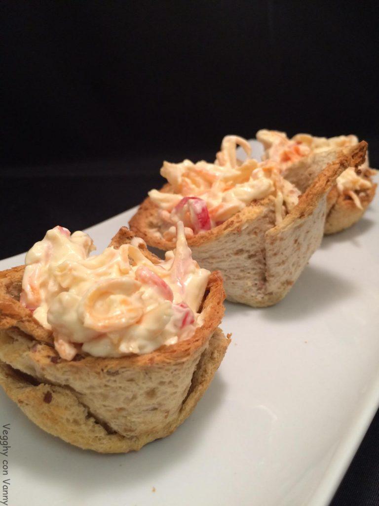 Cestini di pane da toast con insalata capricciosa vegan