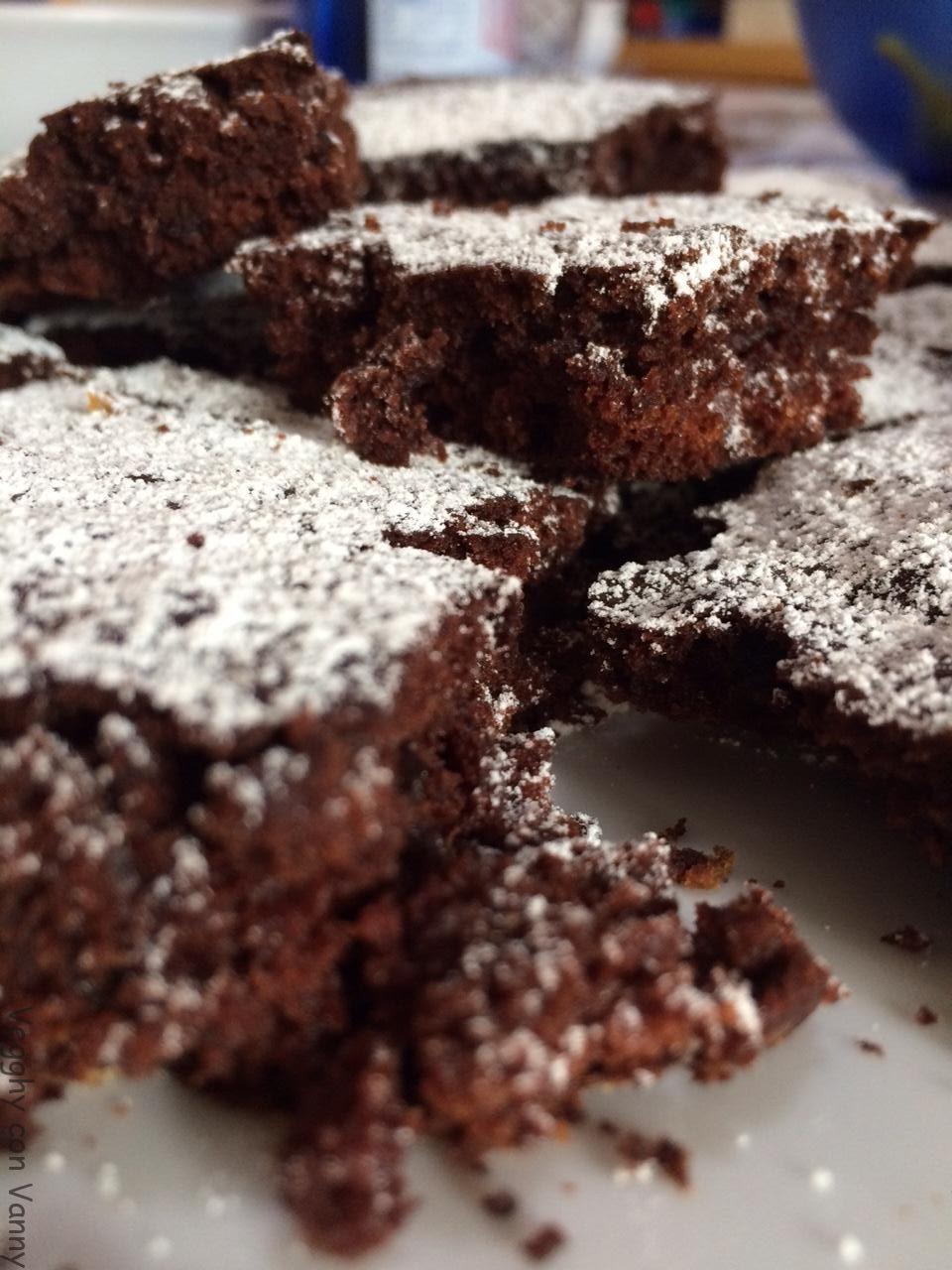 Torta di barbabietole rosse, nocciole e cioccolato