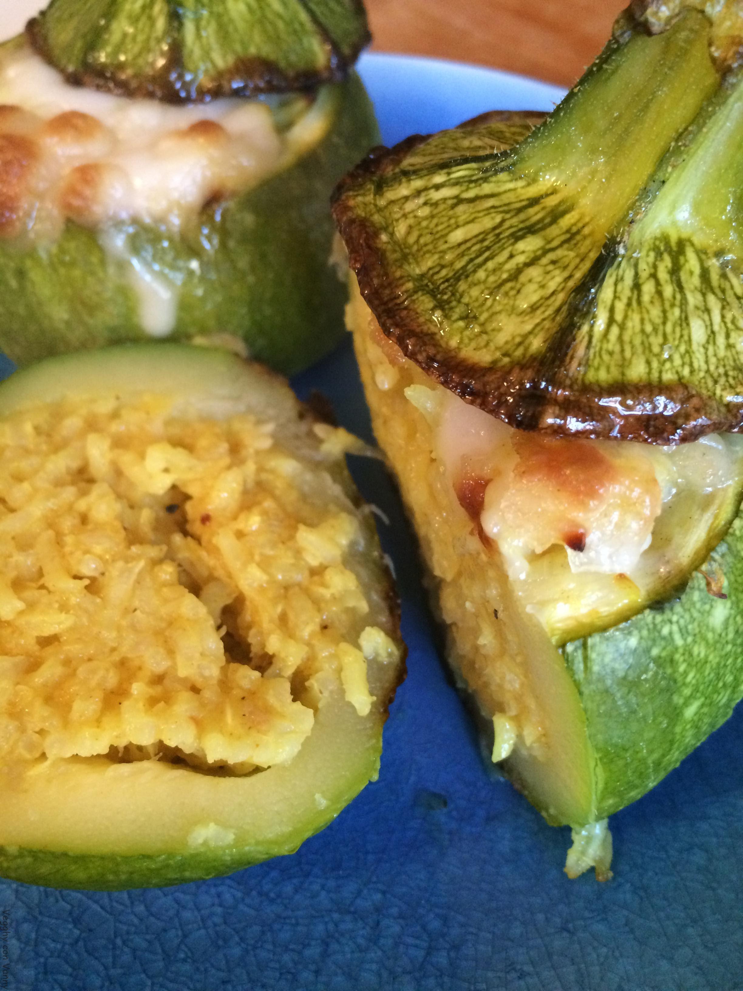 Zucchine tonde ripiene di riso thai con crema di zucchine e porri
