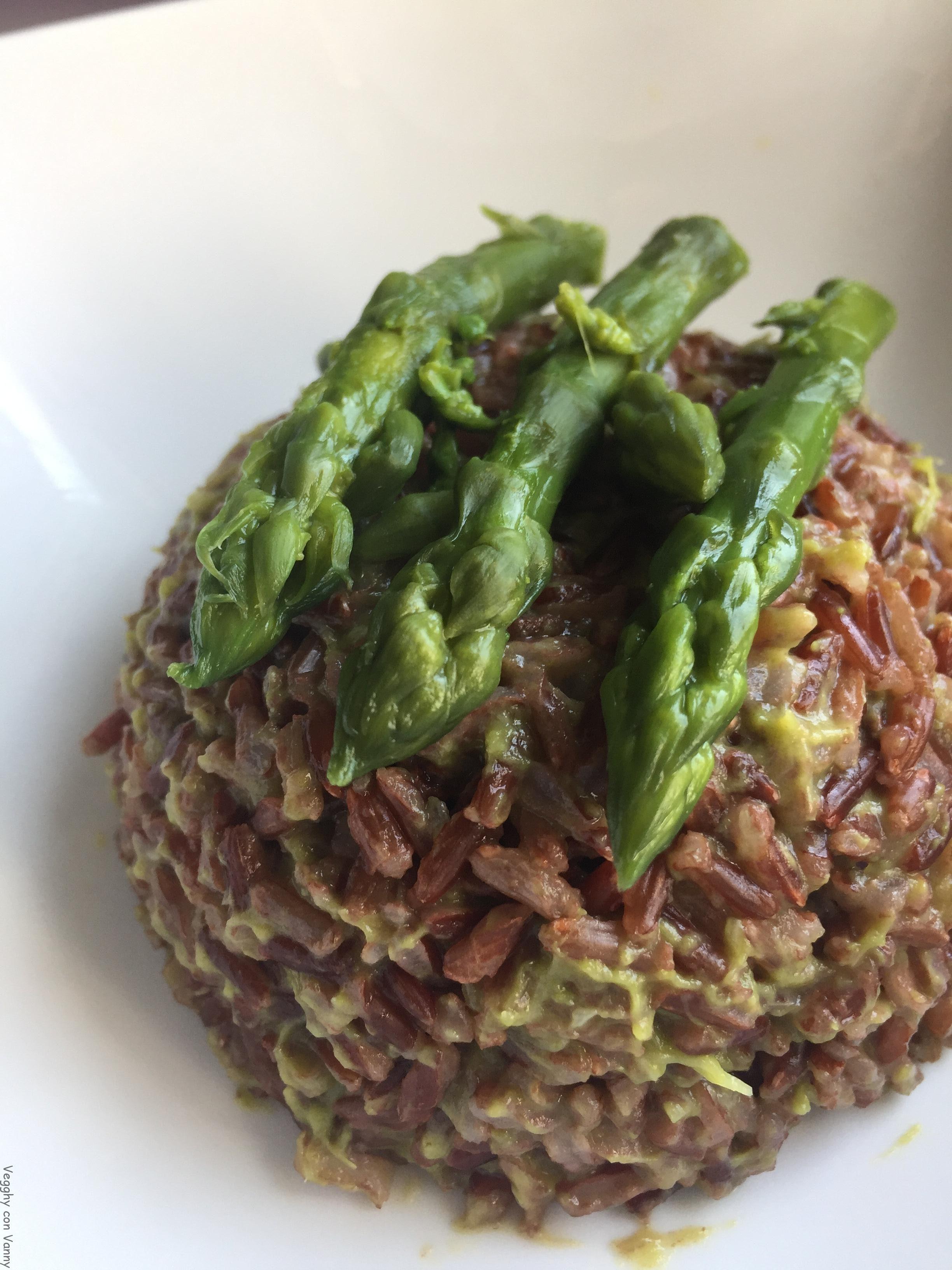 Riso rosso thai con asparagi