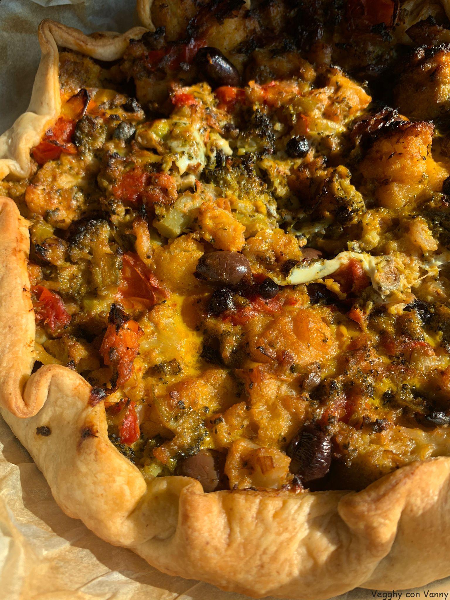 Torta salata di verdure con olive di Leccino e uvetta secca di Corinto