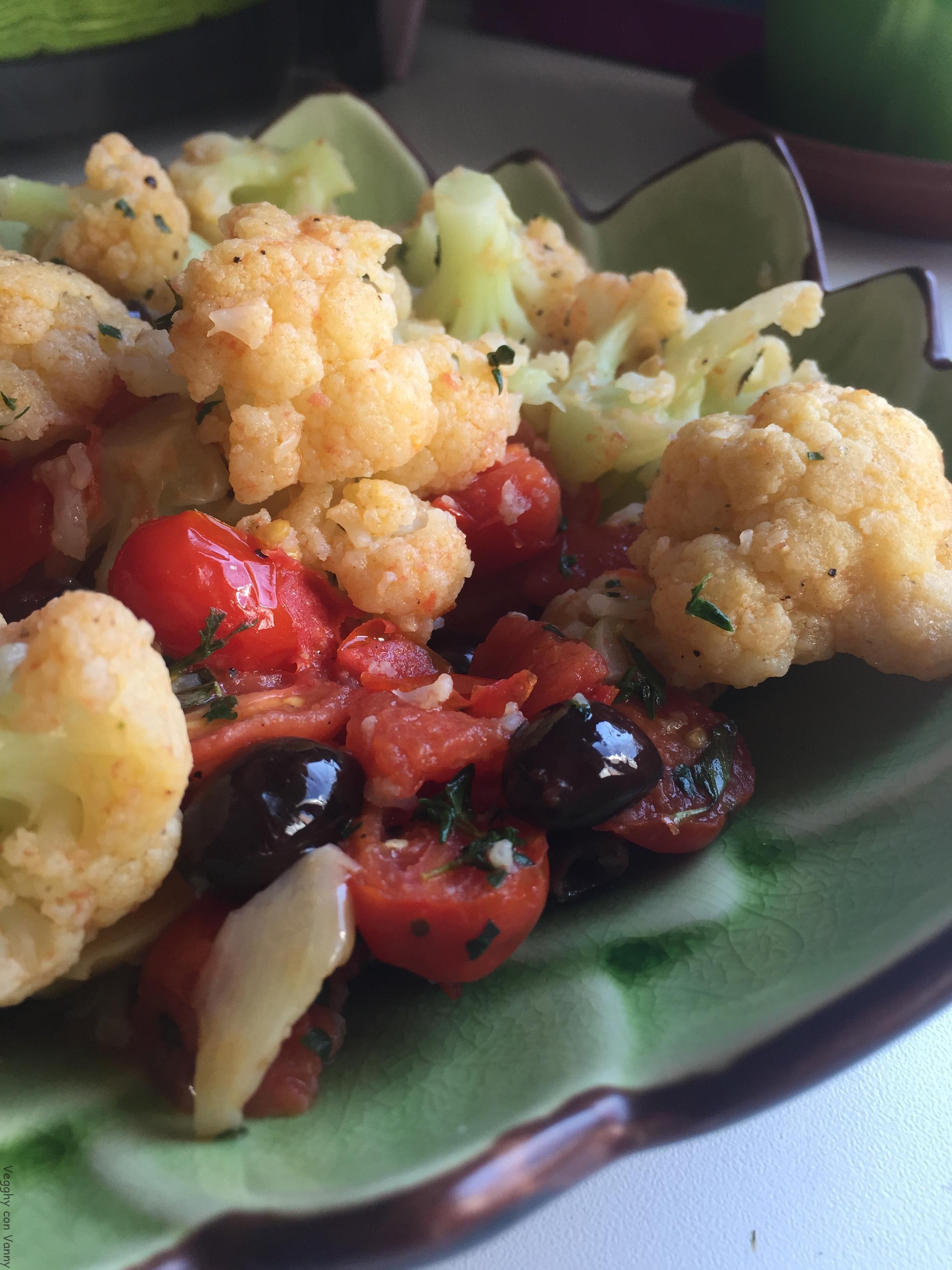 Cavolfiore con pomodorino oblungo e olive di leccino