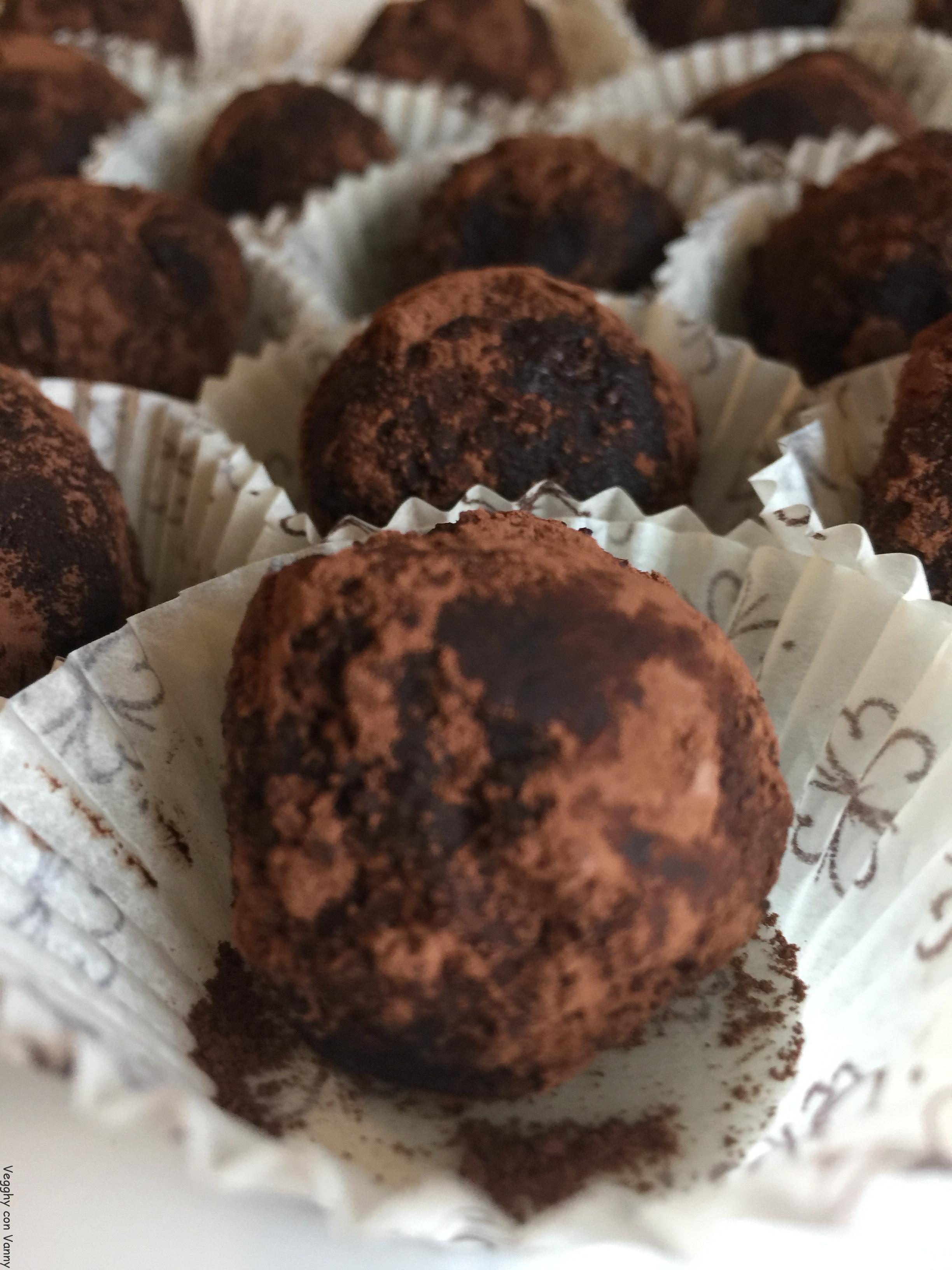 Tartufini al cacao e marmellata di arance,zenzero e peperoncino ciliegino (vegan)